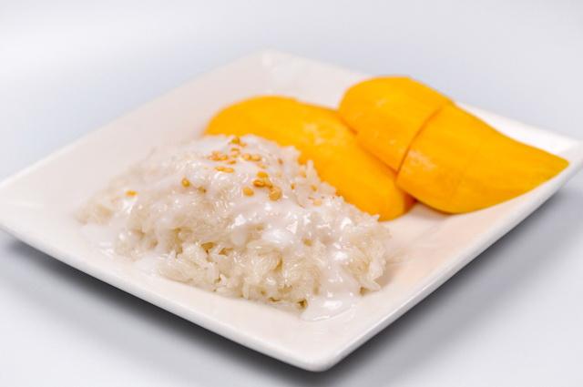 Sticky-rice-mango rolls